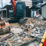 近所の古家が引越、解体。日々状況を監視中。